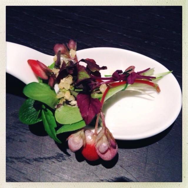 Hauptspeise: Kleiner Blumenstrauss mit Knistern Berberitzen